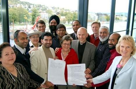 Bilde av dem som var med og laget intensjonsavtalen.