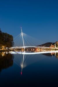 Ypsilon bro er et landemerke i Drammen, men også et bilde på den menneskelige brobyggingen i regionen. Foto: Tom Atle Bordevik