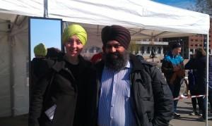 Signe Myklebust (DOTL-koordinator) og Sukhvinder Singh, aktiv i DOTL, inviterer til dialogseminar i Drammen.