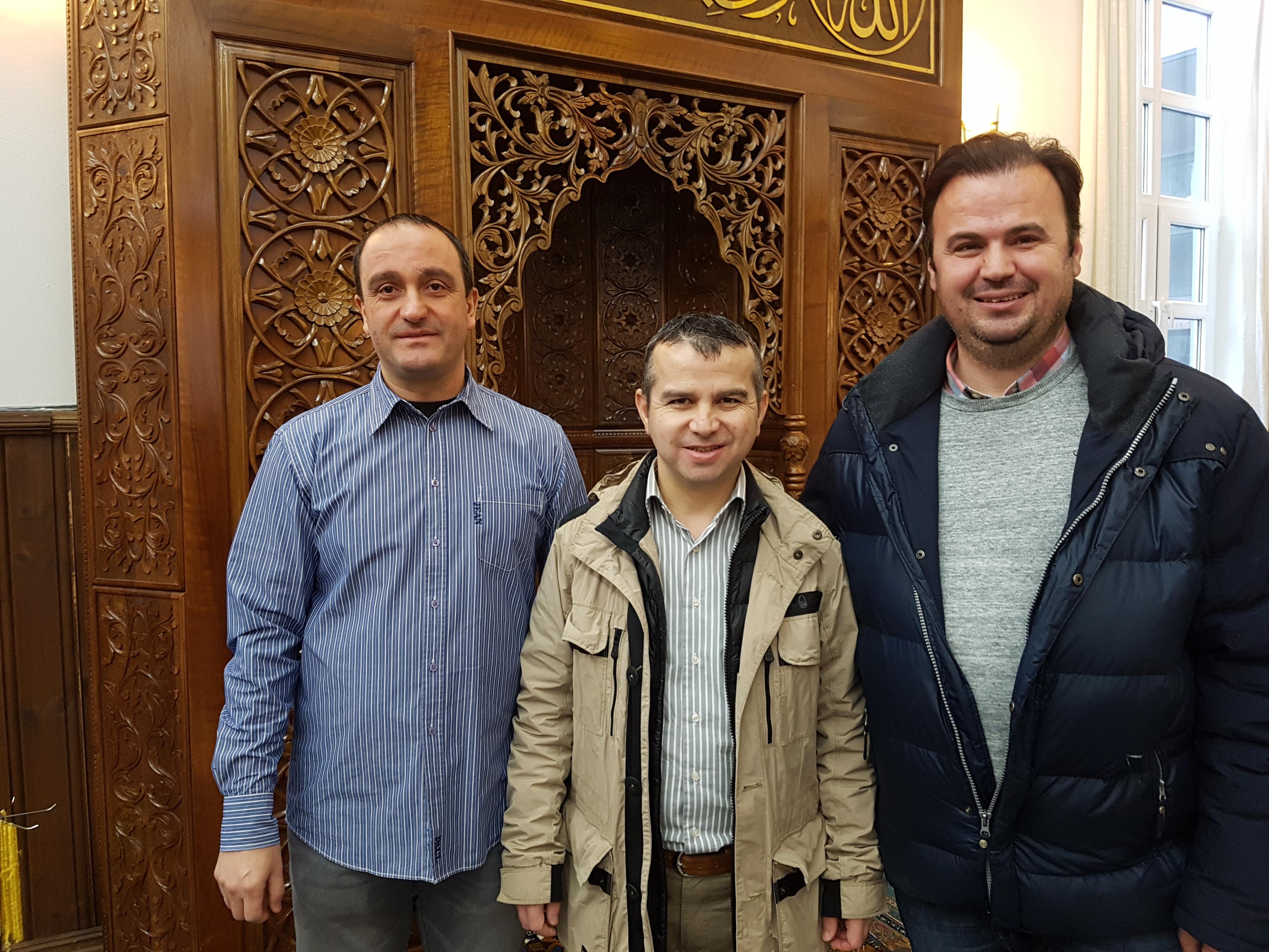 Styreleder Orhan Al, imam Adem og nestleder i styret, Mustafa Gezen