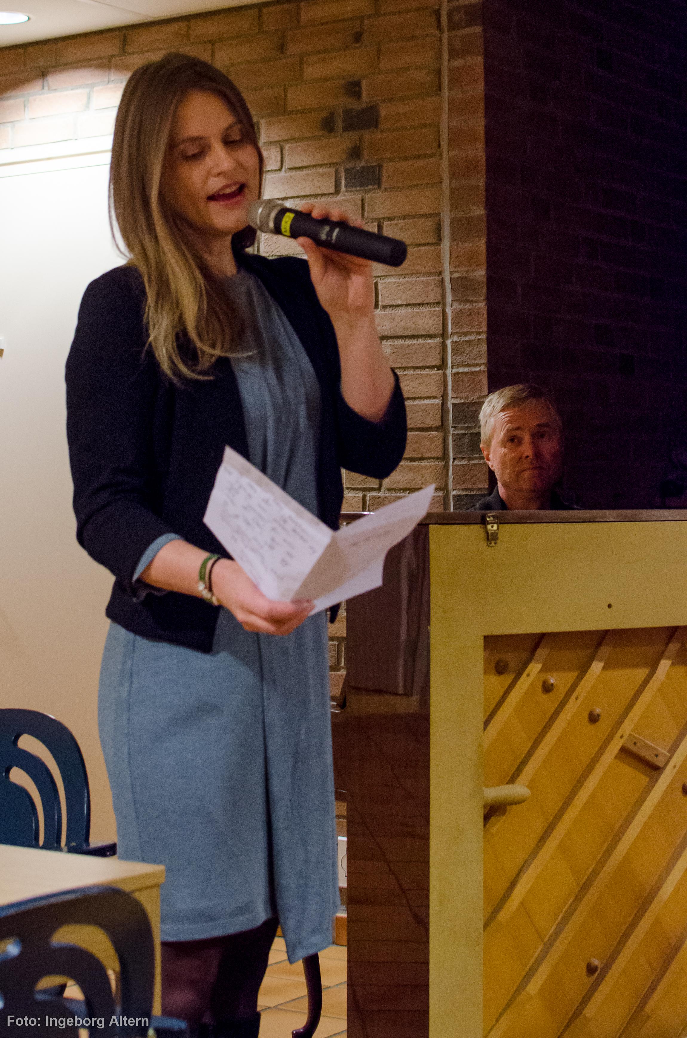 Dissonans fra Adventkirken sang og spilte for gjestene. Foto: Ingeborg Altern Vedal