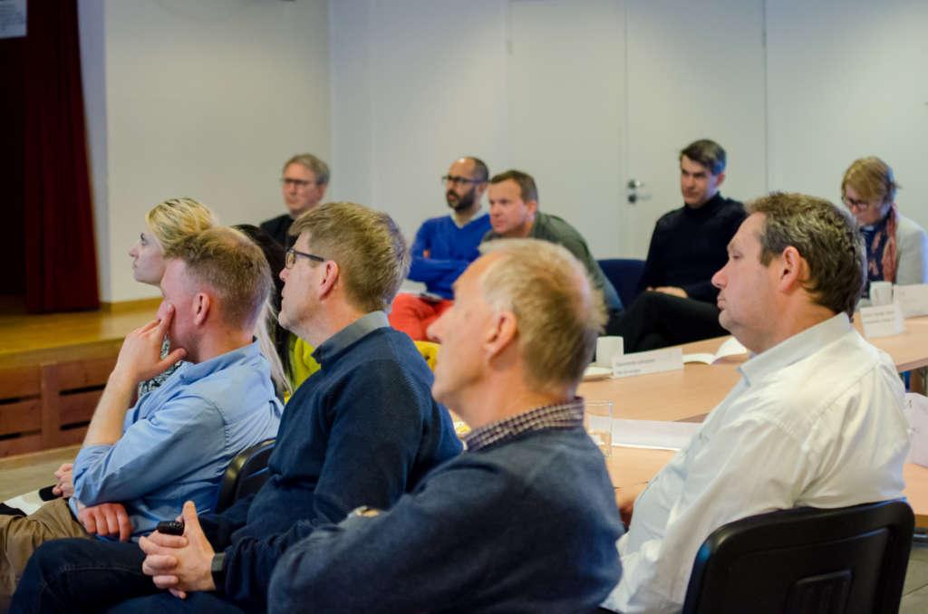 Deltakerne på DOTLs årsmøte lyttet til Manuelas foredrag om nye Drammen kommune.