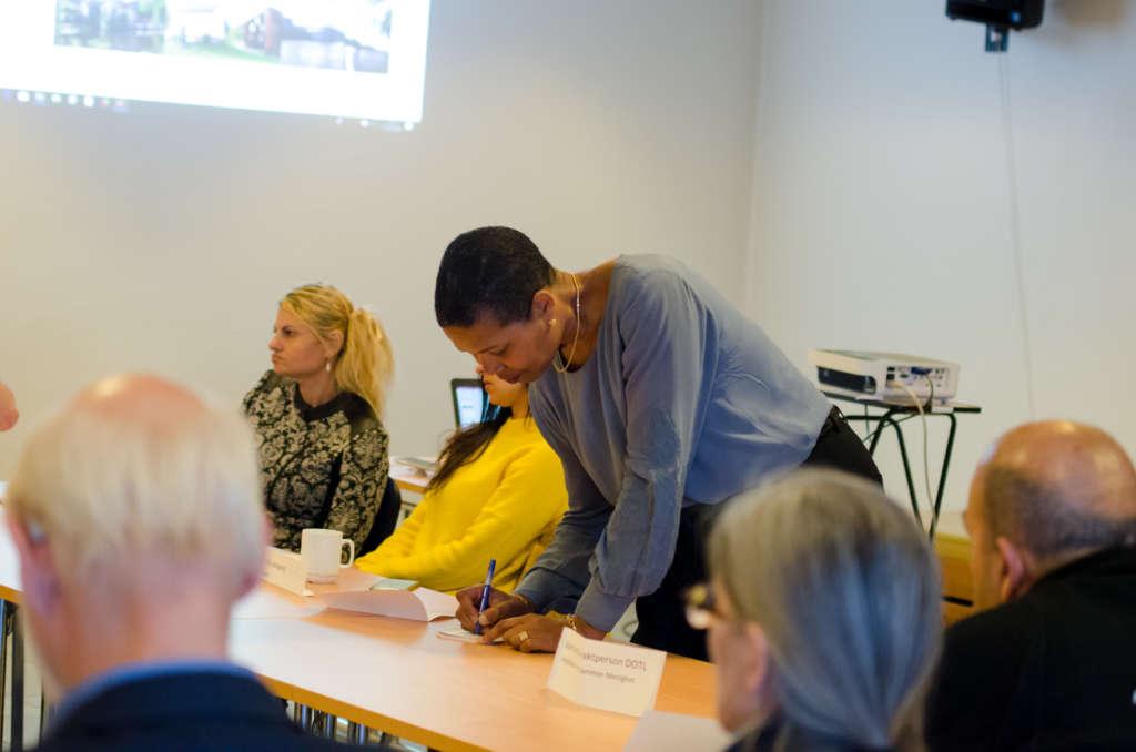 Direktør for arbeid og inkludering i nye Drammen kommune, Manuela Ramin-Osmundsen, noterte flittig alle innspill på ledermøtet 7. mai.