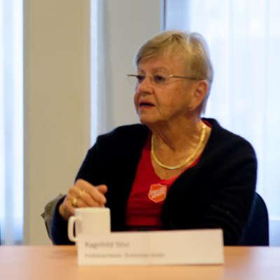 Ragnhild Stivi fortalte om Frelsesarmeens menighetsliv og sosiale arbeid.