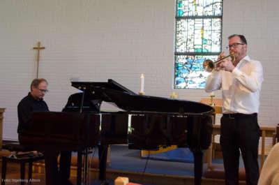 I musikkhalvtimen spilte Jostein Dalebø orgel og klaver, og James Robert Hendry trompet.