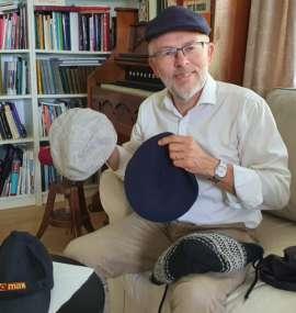 Bilde av Ivar og hans mange hatter